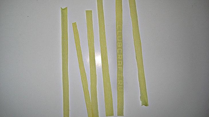 Нарезанные полоски гофрированной бумаги