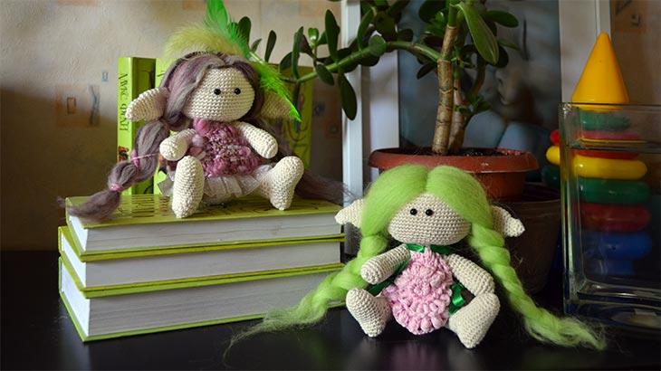 Две вязаные куклы