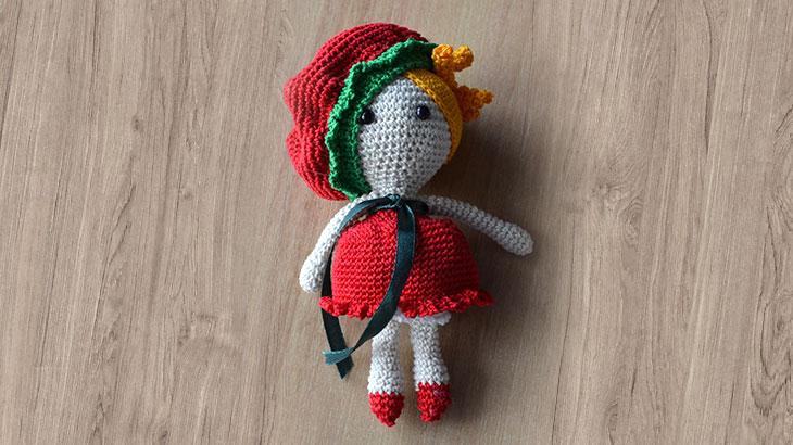 Куколка в красном